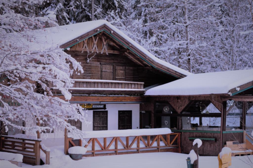 Seehaeusl mit Schnee bedeckt